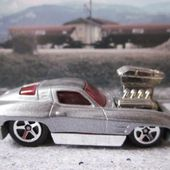 63 CORVETTE TOONED HOT WHEELS 1/64 GROS MOTEUR SORTANT - car-collector.net