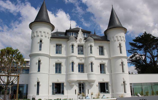 Le château des Tourelles, un château au milieu des rochers