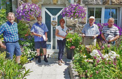 Wieder volle Punktzahl für den Blumenschmuck der Familie Grieb - Experten-Jury bewertete in Veitshöchheim prachtvollen Blumenschmuck in Vorgärten und an Hausfassaden - 76 Preisträger ermittelt