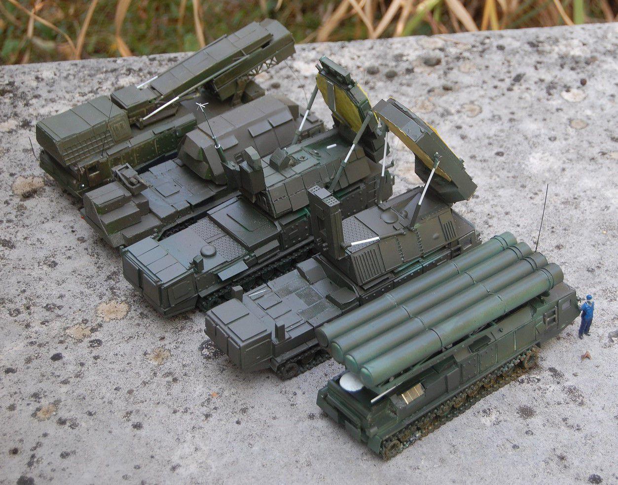 Batterie de défense anti-missile S-300 au 1/50 (par Yves)