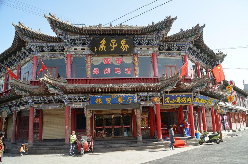 le Gansu, les villes de Lanzhou (traversée par le fleuve jaune) et Zhangye (la montagne colorée Danxia, les temples troglodytiques Mati si, ses paysages arides pleins de charme