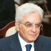 Il Presidente Mattarella rinuncia al vitalizio - Ecco come l'informazione mistifica i fatti
