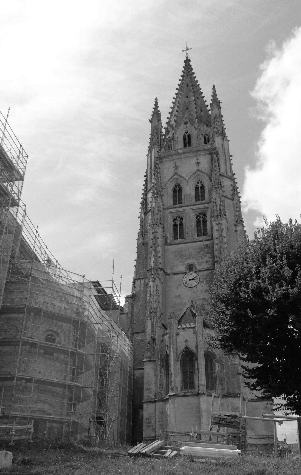 Et puis quand l'auteur de Culture-histoire était en investigations historiques, malheureusement parfois aux alentours de la terrible tempête de 1999 qui avait bien endomagé l'édifice religieux.