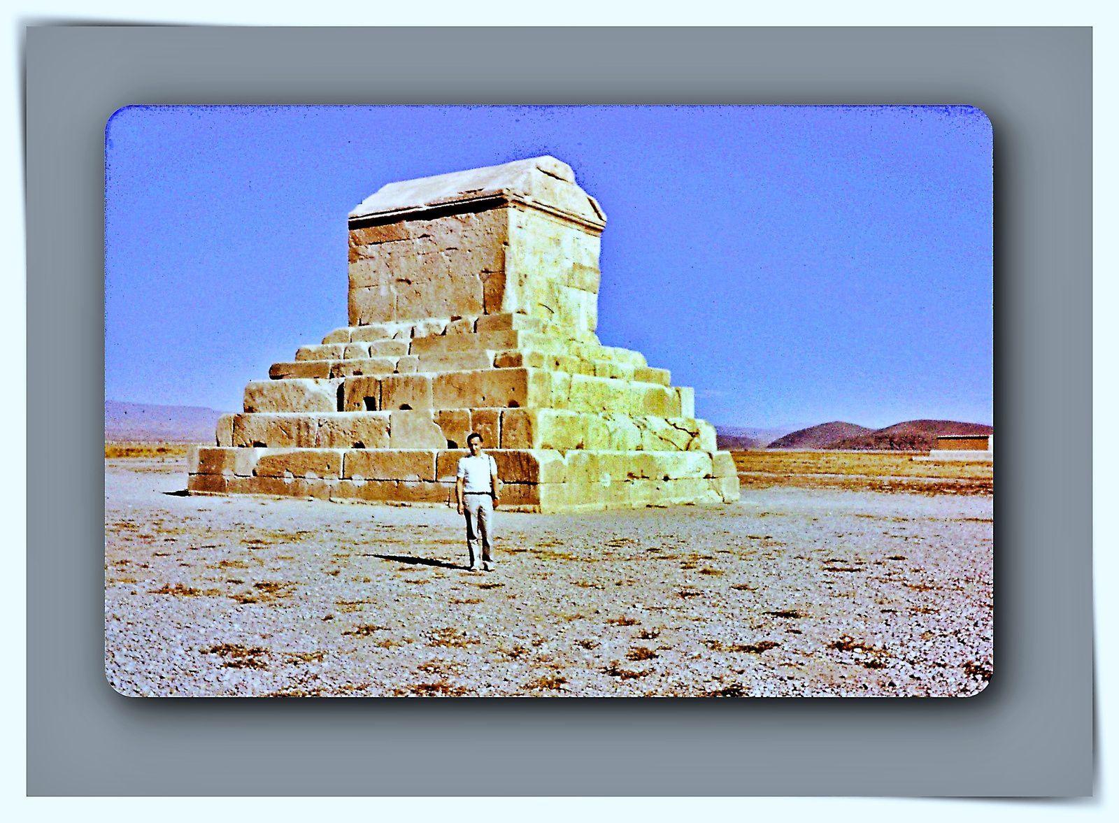Tombeaux de Cyrus le Grand  et de Darius - #500 ans avant JC