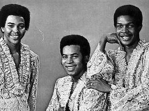 the moments, un groupe vocal américain r'n'b des années 1960 qui deviendra ensuite ray, goodman & brown