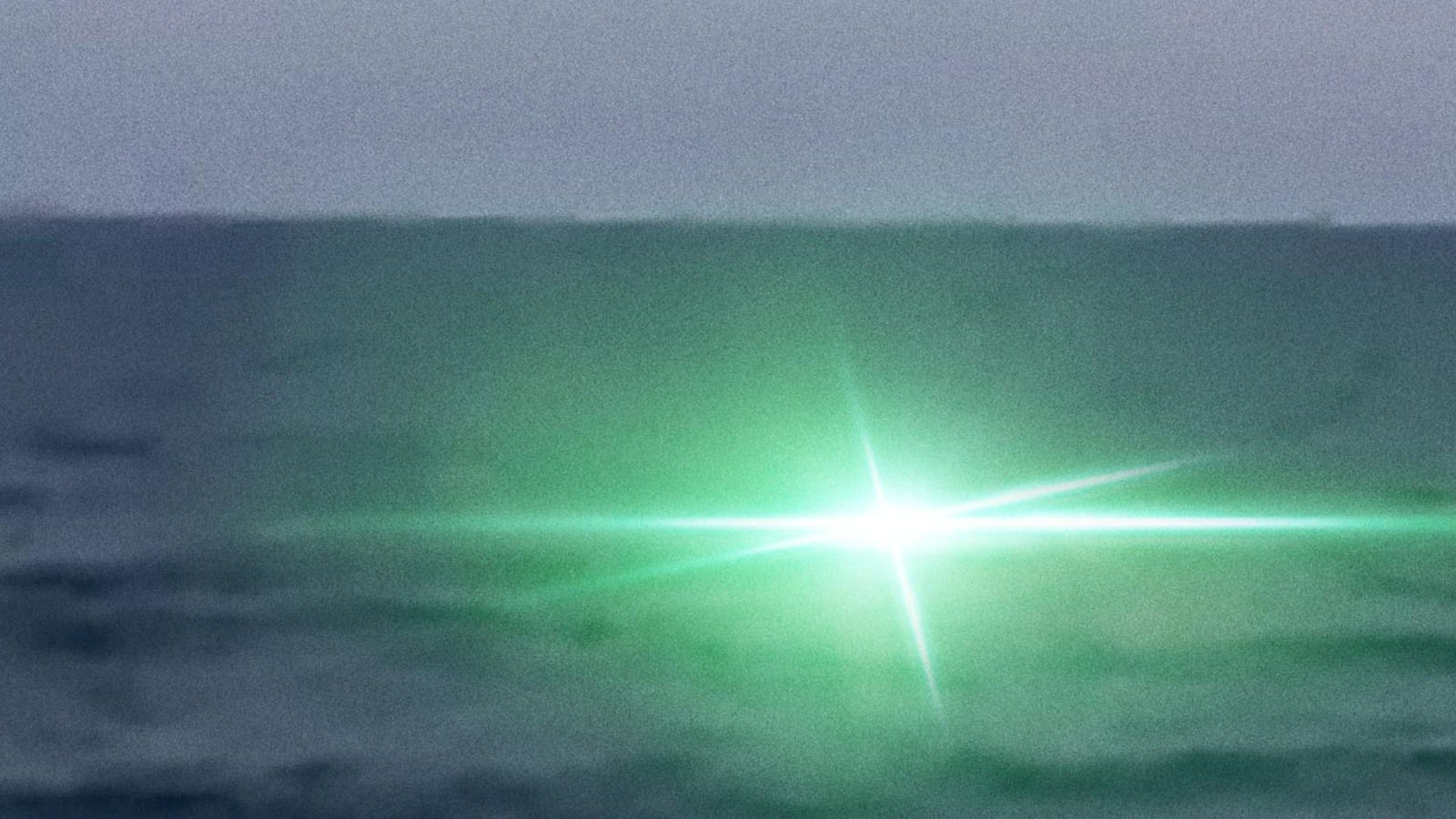 👽 Glowing Object at North Miami Beach or UFO emanating Green Light underwater, Alien origins ?