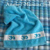 OM mantra de Yoga sur serviette brodée, pour Annie - Chez Mamigoz