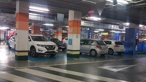 Si, la policía puede multar por aparcar en plazas reservadas a discapacitados en centros comerciales