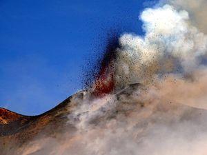 Etna - le front de lave et la croissance du nouveau cône le 28.02.2017 - photos Boris Behncke