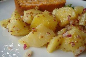 Salade de pommes de terre à la moutarde à l'ancienne et zestes de citron