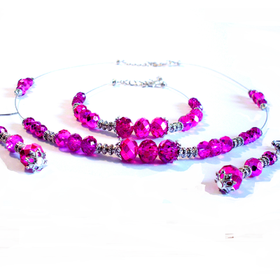 Parure perles fuchsias foncées cristal verre,32 euros