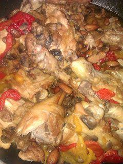 Pollo con mandorle funghi e peperoni