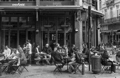Brussel sluit cafés.
