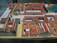 Maquette de Millet (Pergamo Museum Berlin) - Plan de Turin par Nicolas de Fer - Turin Piazza san Carlo (photo Web)