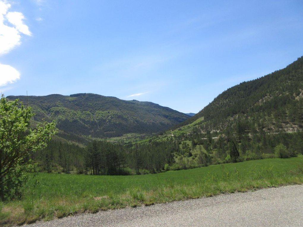 La Roanne qui est en ce moment en configuration torrentielle ! Quelques petits cols dans la vallée, petit troupeau à Pradelle.