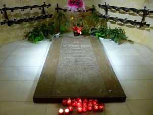 La tombe de Gaudi se trouve dans la crypte de la basilique (avril 2015, images personnelles)