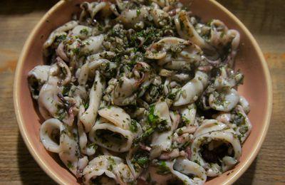 Encornets sautés à l'ail et au persil (Petits calamars)