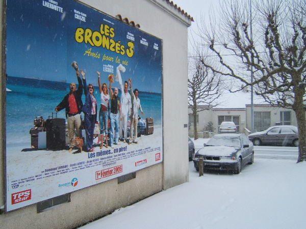 <p><strong>Quelques photosde VALLET(44),prisent en janvier 2006 , oü l'espace d'un week-end nous avions été sous la neige......</strong></p> <p><strong>L'occasion rêvé et surtout,à ne pas louper,pour aller faire un tour de ci de là,histoire d