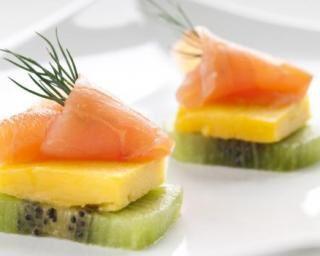 Bouchées apéritives au saumon fumé, kiwi et mangue