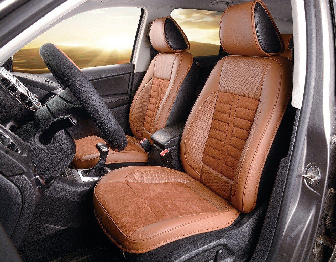 Comment protéger ses sièges de voiture: 5 astuces
