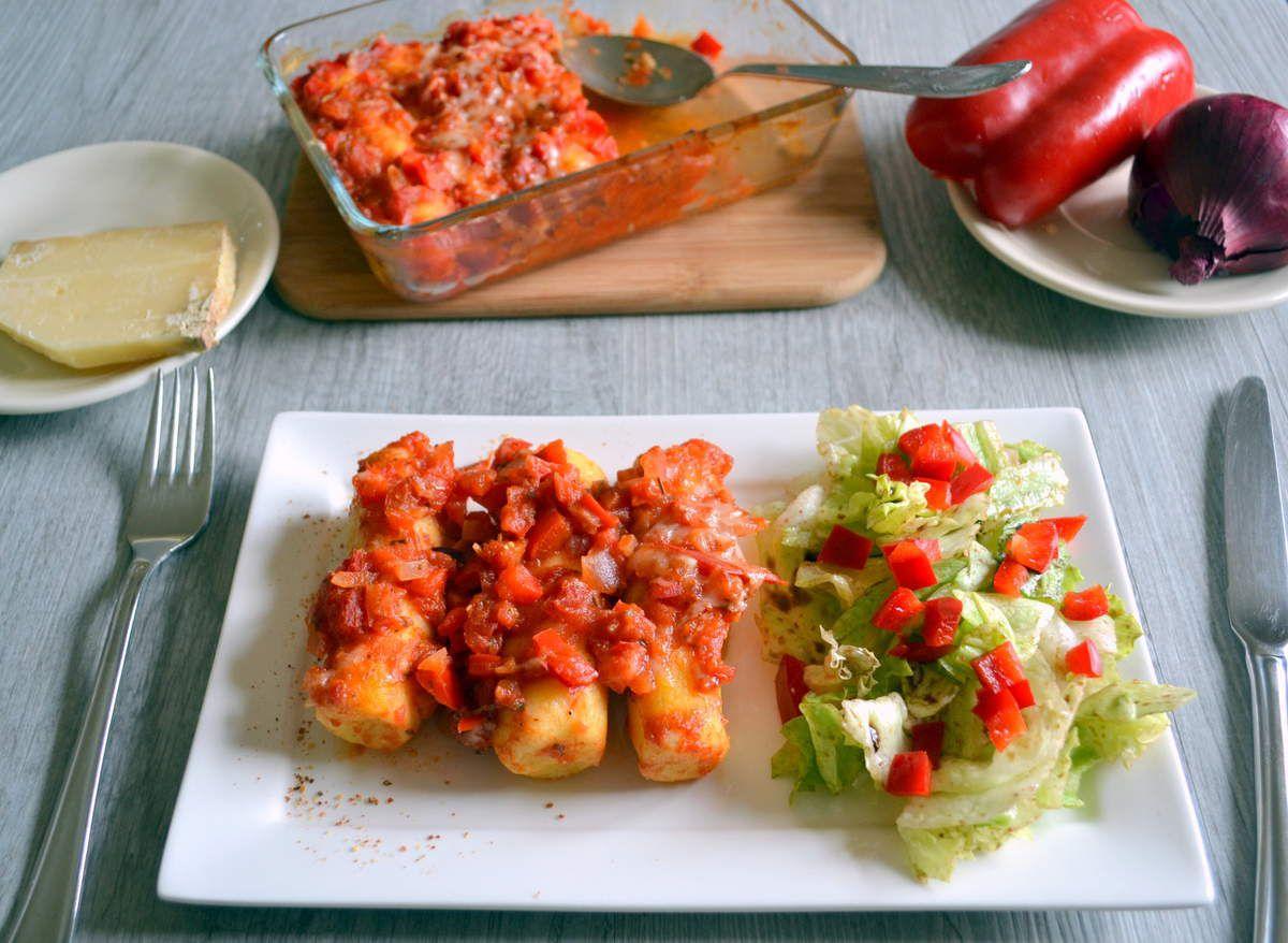 Quenelles de semoule à la sauce tomates et poivron rouge