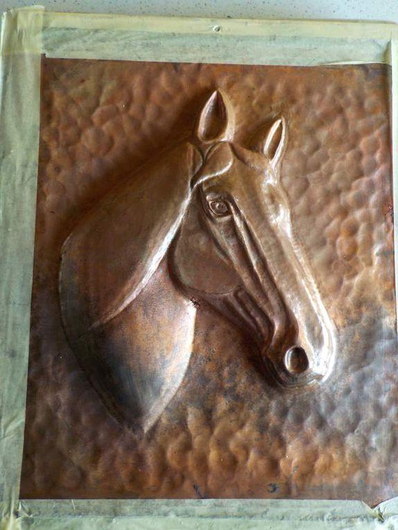 Tableau Tête de cheval en cuivre repoussé.
