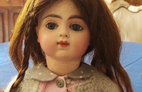 Les malheurs d'une poupée en porcelaine