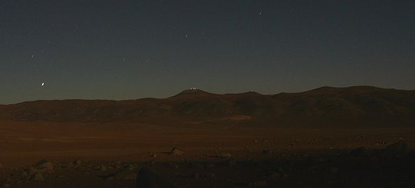 Lumières de la pleine Lune sur le Paranal