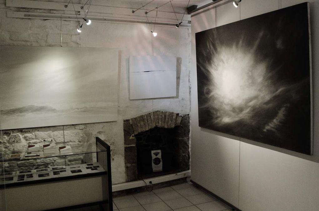 Durant la fermeture estivale de la galerie Les Montparnos,  la galerie de Bretagne et la galerie l'Atelier vous accueillent tout l'été au 13 et 17 rue du Frout, au pied de la Cathédrale de Quimper.