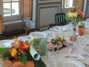 Décoration de table pour la chasse aux oeufs de Pâques
