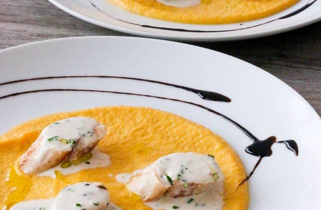 Ballotines de poulet aux piquillos sur purée de carotte au cumin, à l'ail et aux fines herbes