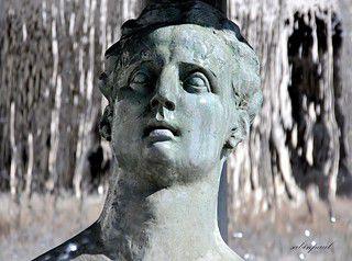 Détail fontaine Place de Thessalie