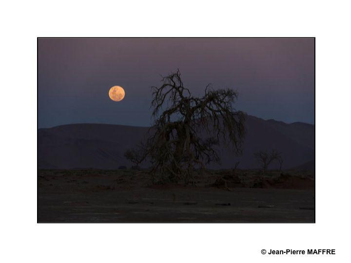 La Namibie est une destination très prisée par les astronomes du monde entier : la voie lactée y apparaît très distinctement.