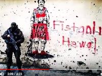 """De gauche à droite: image de combattant kurde """"féminisée""""; """"Nous sommes venus tu n'étais pas là! Nous reviendrons!""""; """"Les commandos sont là où es-tu camarade?"""" (en haut et à droite du tableau, à demi cachés par la main du milicien, l'étoile et le croissant schématisés)"""