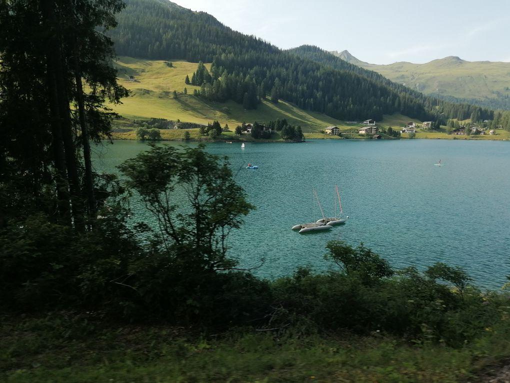 Auf der Zugrückfahrt fuhren wir ein Stück am Davos See, dessen Uferbereich zugleich Teil unserer Laufstrecke war, entlang.