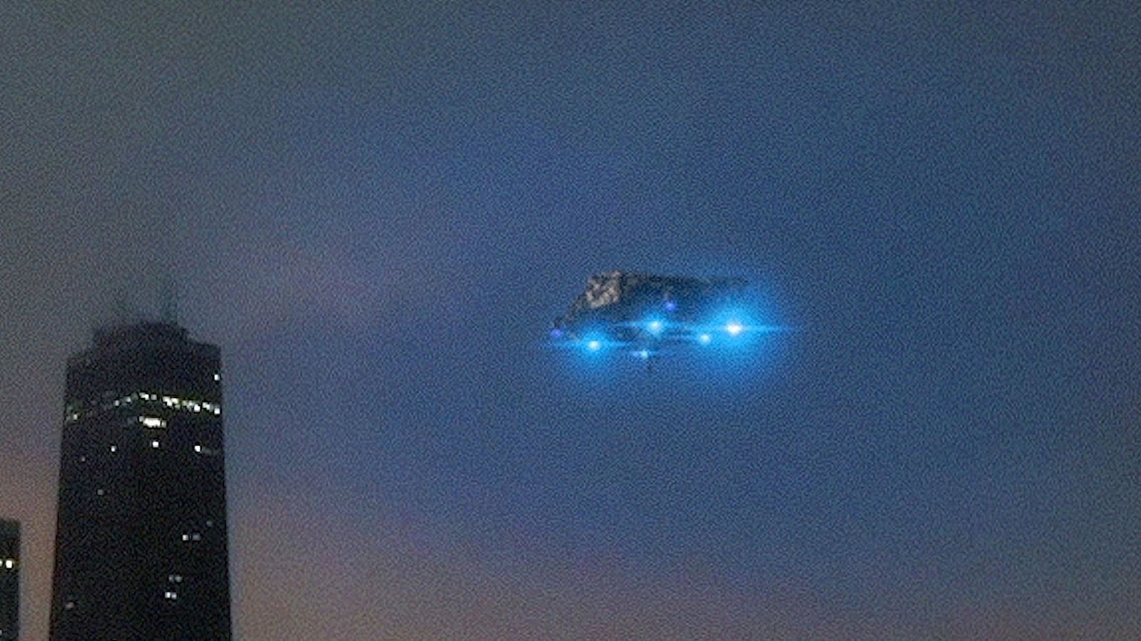 👽 UFO Spotted in the sky of New York by Night